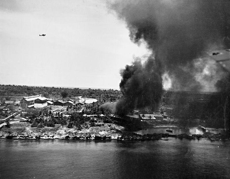 800px-US_Navy_strike_on_Peleliu_March_1944.jpeg