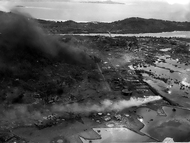空襲中に撮影されたトラック島.jpg
