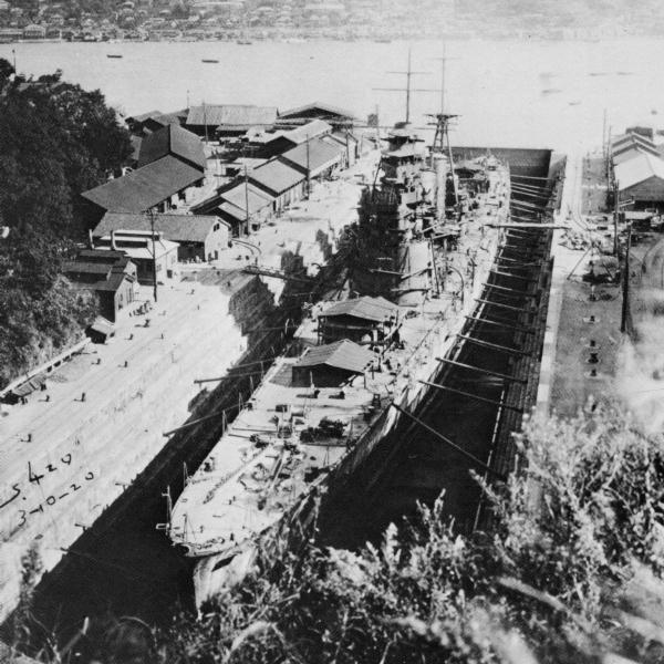 IJN_heavy_cuiser_HAGURO_1928_under_construction_at_MITSUBISHI_Nagasaki_dry_dock.jpg